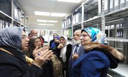 A delegation of environmental affairs agents familiarize themselves with the pioneering experience of the Faculty of Fine Arts in document archiving